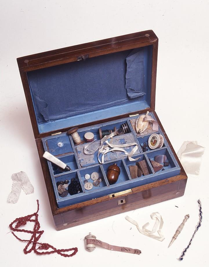 Boîte à couture ayant appartenu à Charlotte Brontë.